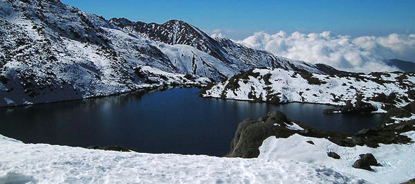 trekking to goshainkunda lake