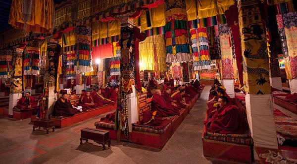 monks-ganden-monastery