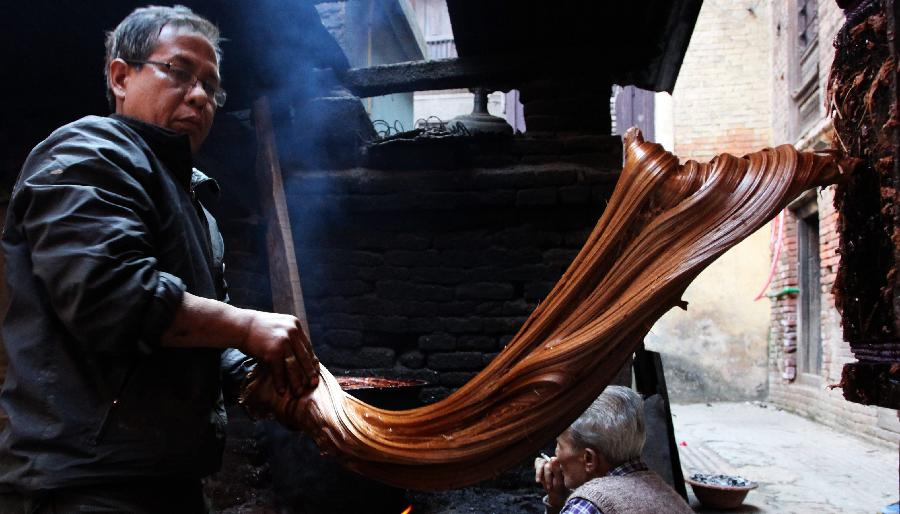 Locals prepare molasses for Maghe Sankranti.  (Xinhua/Sunil Sharma)