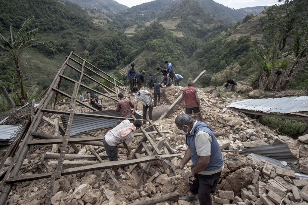 Nepal Earthquake Helping
