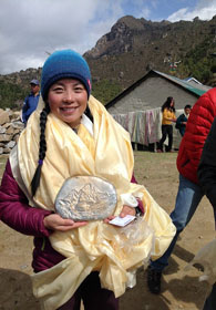 Wang Jing and her five Sherpas' team are the first to scale the Mt. Everest after avalanche.