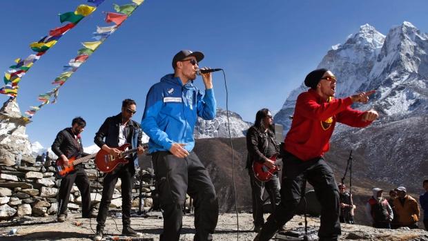 nepal-everest-concert